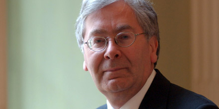 Mervyn King warns of dangerous dependence on central banks