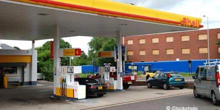 Shell's slick performance props up flagging FTSE