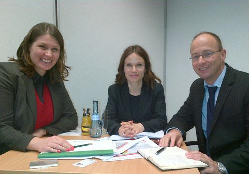 Dagmar Krause mit Katharina Ehrhardt und Matthias Hänsel von W&W Asset Management