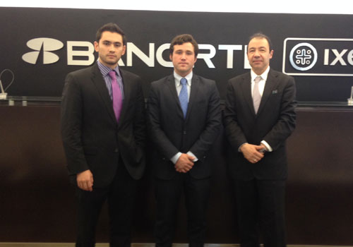Alejandro meets Hector Carrasco and Ricardo Gomez from Ixe Bank at Torre Mayor in Mexico