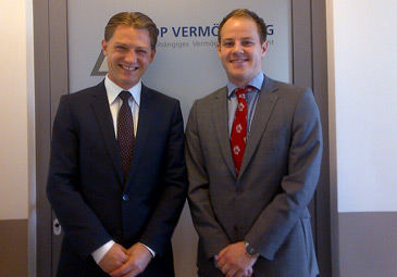 Stefan Sealey schaut bei Michael Thaler von Top Vermögen AG vorbei.