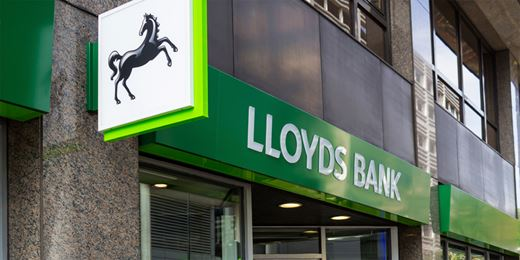 Lloyds falls on dividend fears after 'Brexit' vote