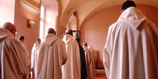 Monks follows Scottish Mortgage in fee cut